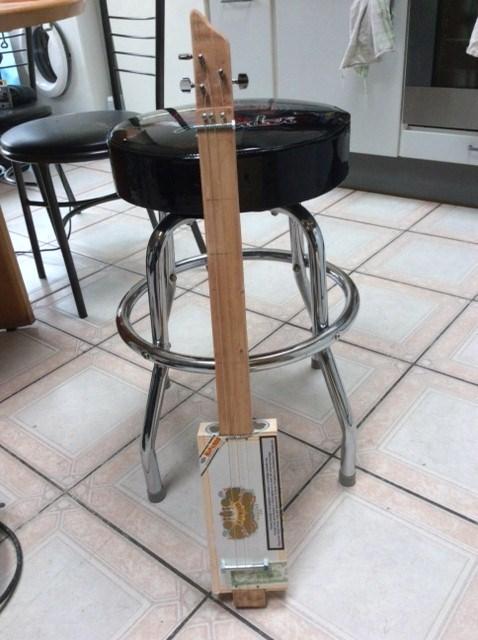 CBG: The cigarbox guitar Img_1513