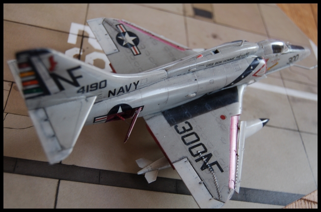 A-4 F de Hasegawa au 1/48e - Page 2 Skyhaw13