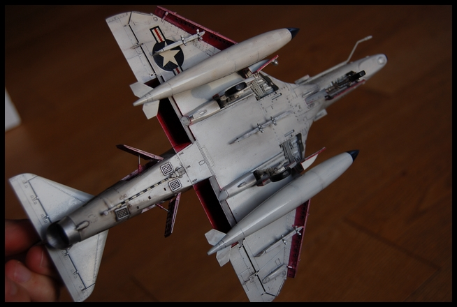 A-4 F de Hasegawa au 1/48e - Page 2 Skyhaw17