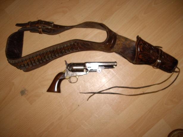 A vendre Colt 1851 SHERIFF Img_9314