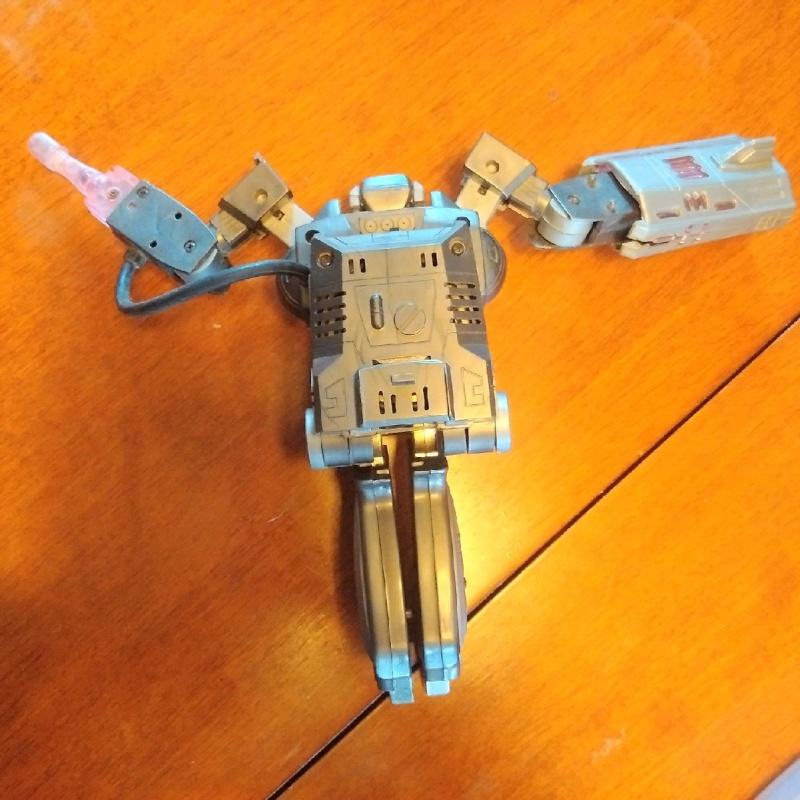 Identification d'un JOUET ou ARME inconnue? (Transformers ou autre) - Page 6 Img_2011