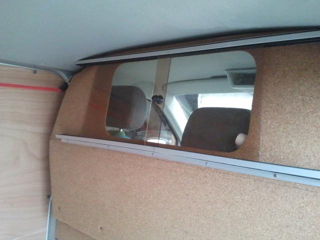 Vend Vitre ouvrante cloison interieur (vendu) + barre de toit (vendu)+feux AR 2016-013