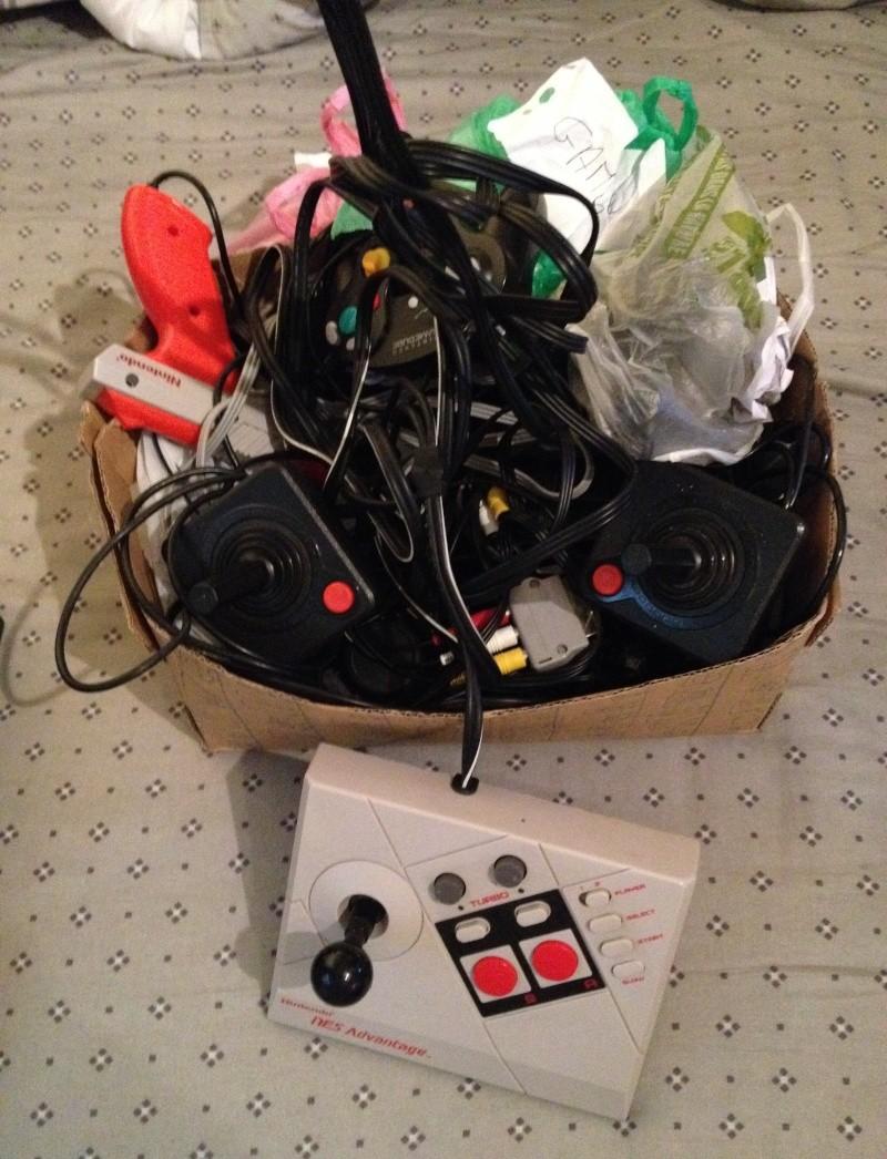 Comment rangez vous vos câbles de console et manettes ? Img_7217