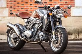 Les belles motos croisées ici et là ... - Page 3 Tylych10