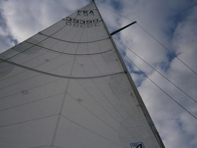 Urgent,( avant que j'ai plus de tunes) cherche bateau environ 8 m avec des voiles et basé en méd Tri_gv10
