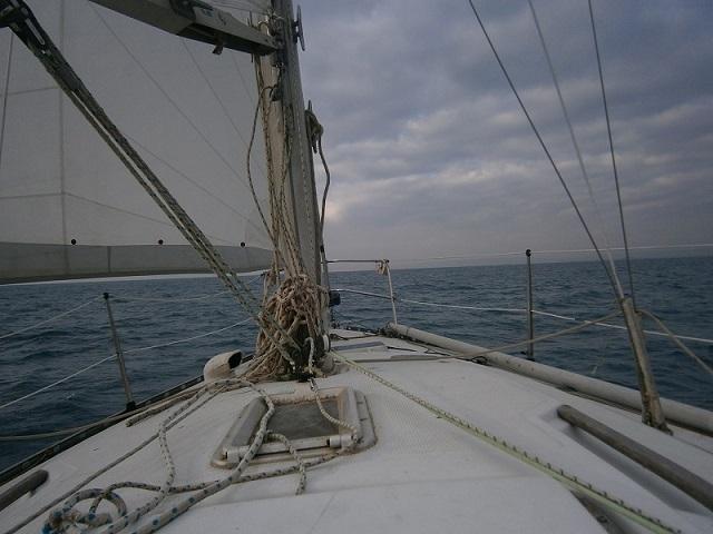 Urgent,( avant que j'ai plus de tunes) cherche bateau environ 8 m avec des voiles et basé en méd Trid_p11