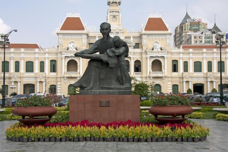 Ho Chi Minh Statue11