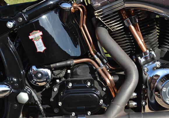 """cherche """"durites"""" de bac à huile en laiton (voir photo) Harley10"""