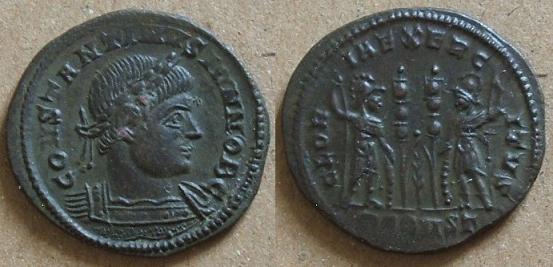 Gloire à l'armée... et aux Constantin I et II Consta11