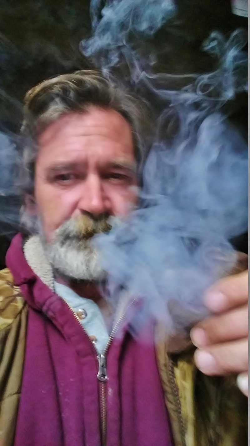 LET'S SEE PICS OF YOU SMOKING A PIPE - Page 7 02031612
