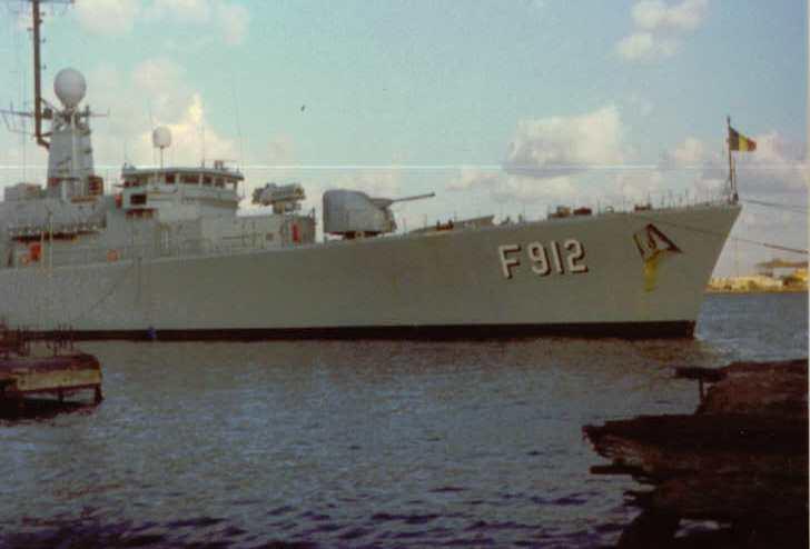 les Photos du F912 - Page 4 Port-s10