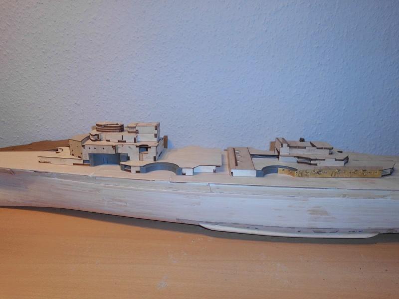bau der Bismarck 1:200 von Hachette Dsci0011
