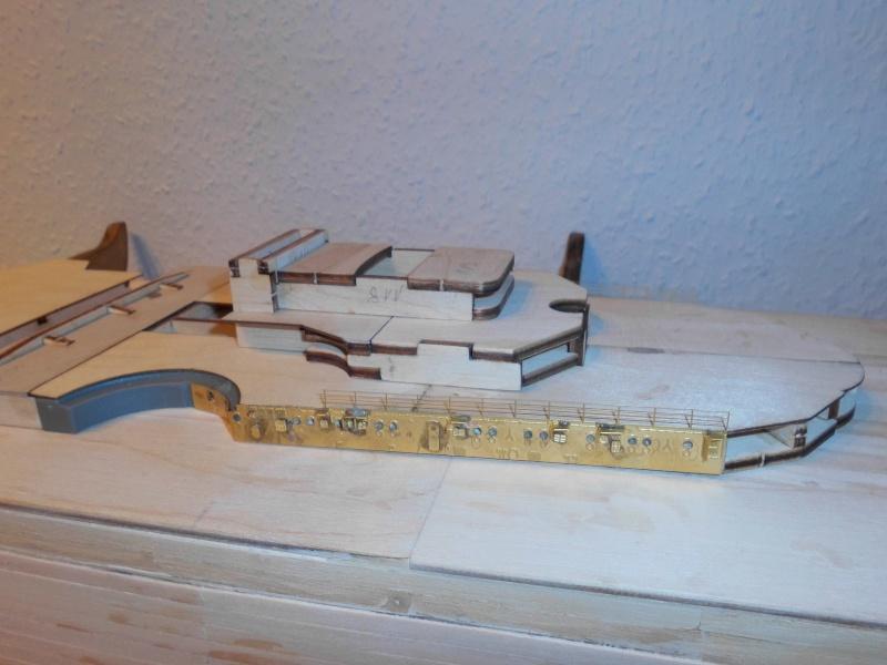 bau der Bismarck 1:200 von Hachette Dsci0013