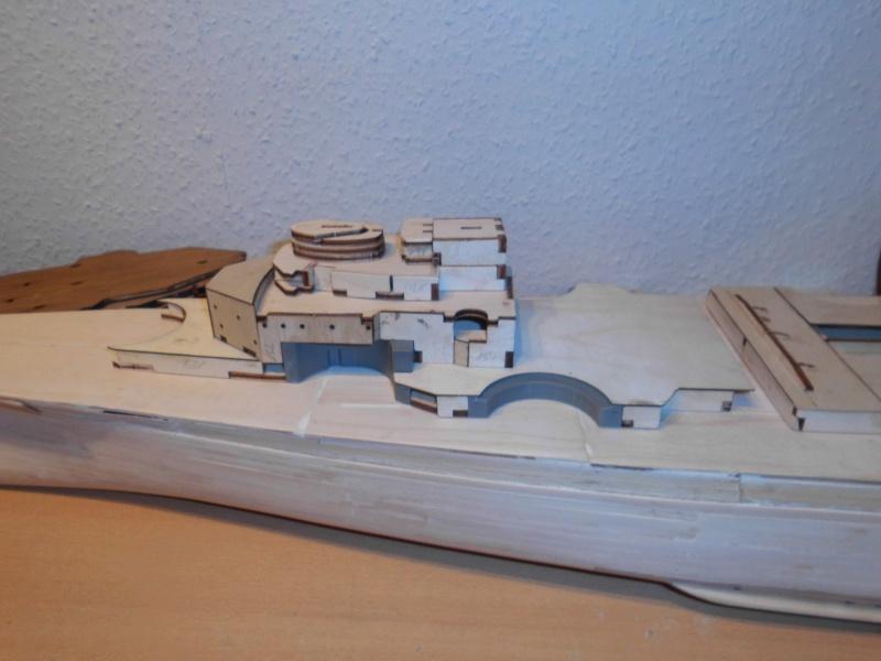 bau der Bismarck 1:200 von Hachette Dsci0014