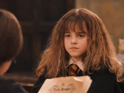 Les coupes de cheveux, perruques et coiffures improbables au cinéma et à la télévision - Page 2 Hermio10