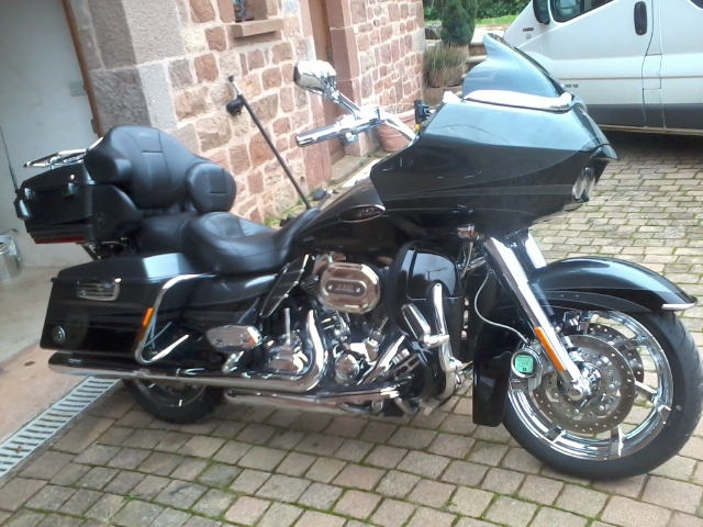 Road Glide CVO, combien sommes nous sur Passion-Harley - Page 18 Photo014