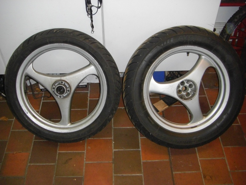 A pair of K75s wheels on eBay. Cimg3031