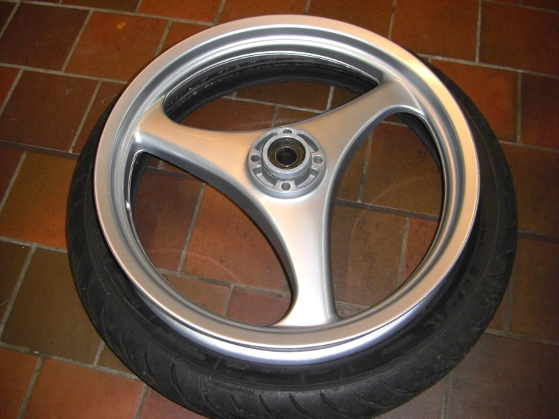 A pair of K75s wheels on eBay. Cimg3214
