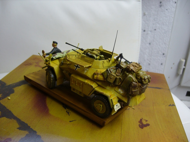 Sd.Kfz 222 Panzerspähwagen - Tamiya 1/35 - Page 2 P1030222