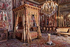 The Queen's Bedchamber 300px-10