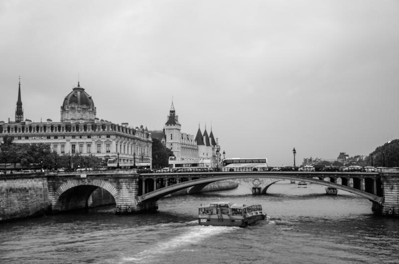 Derrière le pont de Notre-Dame...  Pat_2311