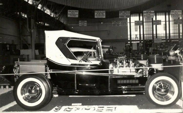Vintage Car Show - Page 17 12373216