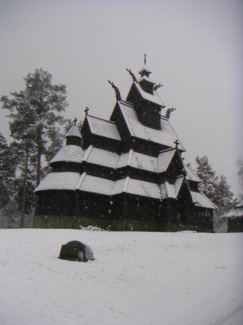 """Norvège : Les """"stavkirke"""", églises en """"bois debout"""", et secondairement bien d'autres aspects de ce magnifique pays et de sa culture... - Page 2 000110"""