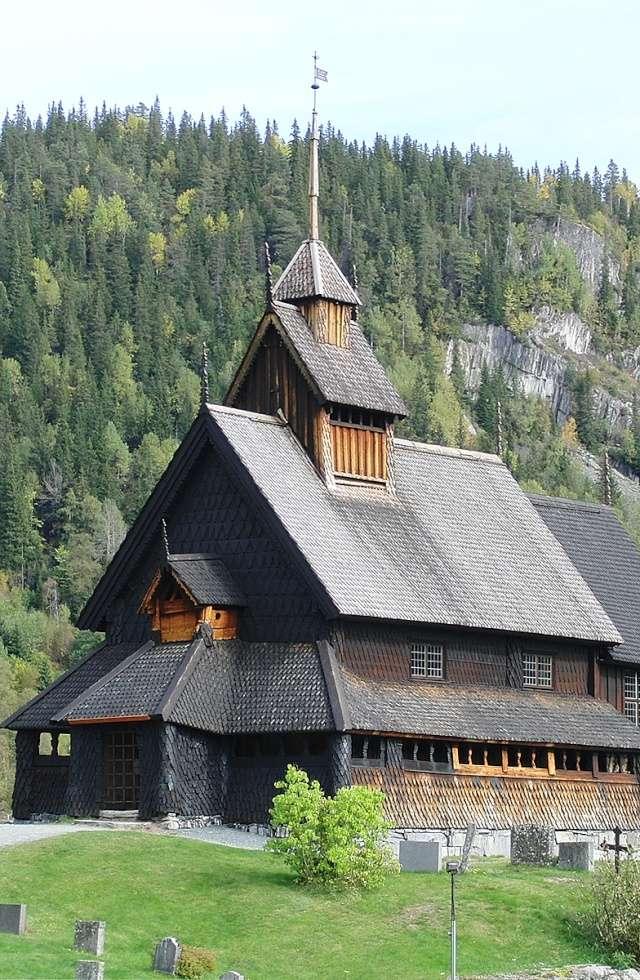 """Norvège : Les """"stavkirke"""", églises en """"bois debout"""", et secondairement bien d'autres aspects de ce magnifique pays et de sa culture... - Page 9 27370210"""