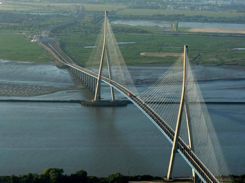 Première mondiale : 2011, le pont à haubans et tablier courbe de Térénez 618710