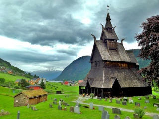"""Norvège : Les """"stavkirke"""", églises en """"bois debout"""", et secondairement bien d'autres aspects de ce magnifique pays et de sa culture... - Page 9 75762312"""