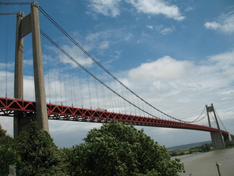 Première mondiale : 2011, le pont à haubans et tablier courbe de Térénez 88484810