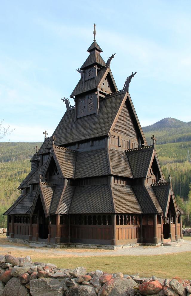 """Norvège : Les """"stavkirke"""", églises en """"bois debout"""", et secondairement bien d'autres aspects de ce magnifique pays et de sa culture... - Page 9 Gol_111"""