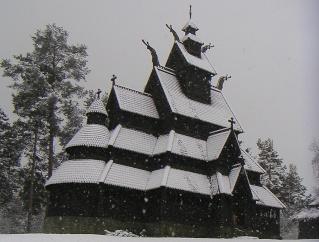 """Norvège : Les """"stavkirke"""", églises en """"bois debout"""", et secondairement bien d'autres aspects de ce magnifique pays et de sa culture... - Page 9 Gol_1c11"""