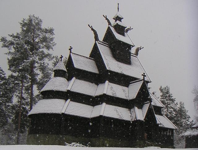 """Norvège : Les """"stavkirke"""", églises en """"bois debout"""", et secondairement bien d'autres aspects de ce magnifique pays et de sa culture... - Page 9 Gol_1c13"""