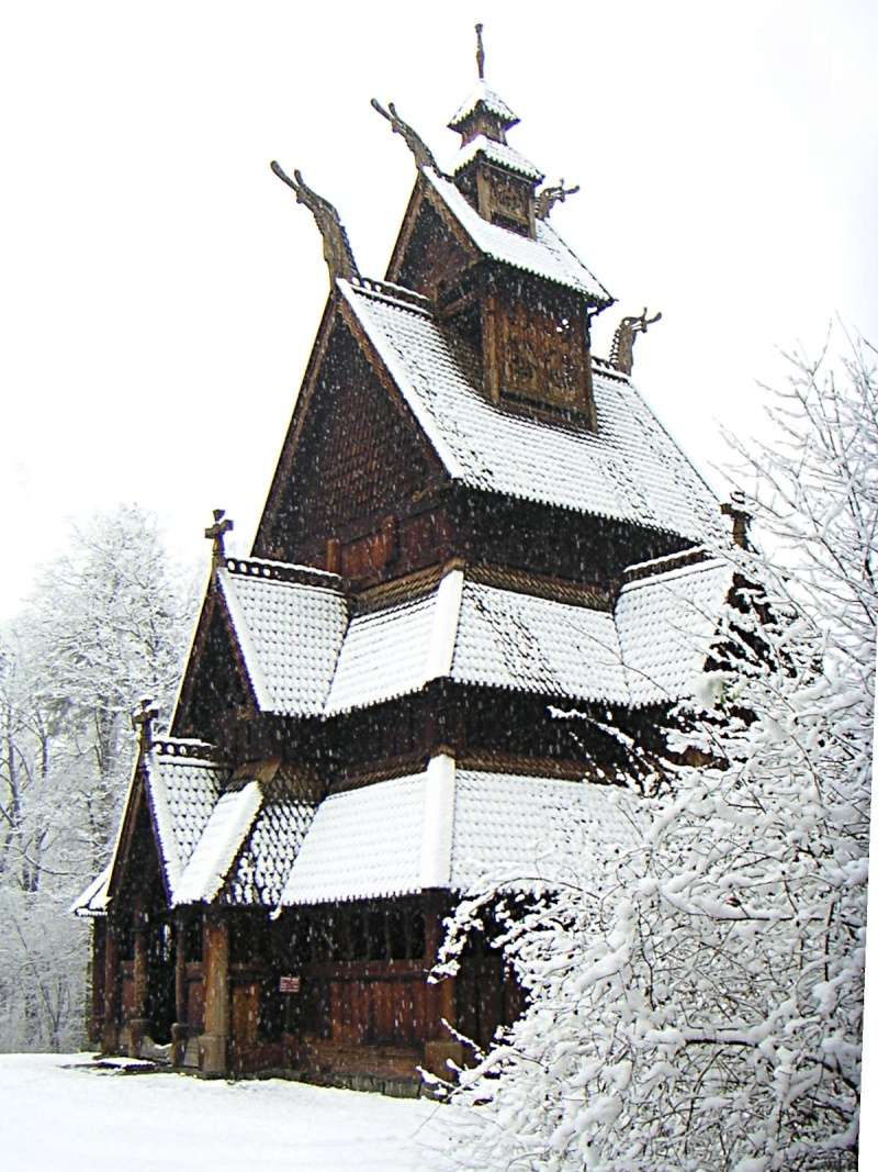 """Norvège : Les """"stavkirke"""", églises en """"bois debout"""", et secondairement bien d'autres aspects de ce magnifique pays et de sa culture... - Page 2 Gol_st10"""