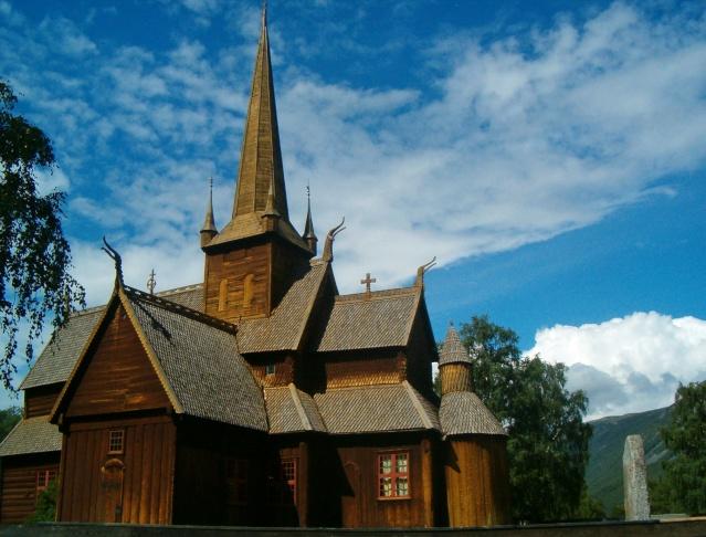"""Norvège : Les """"stavkirke"""", églises en """"bois debout"""", et secondairement bien d'autres aspects de ce magnifique pays et de sa culture... - Page 9 Lom_411"""