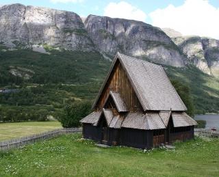 """Norvège : Les """"stavkirke"""", églises en """"bois debout"""", et secondairement bien d'autres aspects de ce magnifique pays et de sa culture... - Page 9 Oye10"""