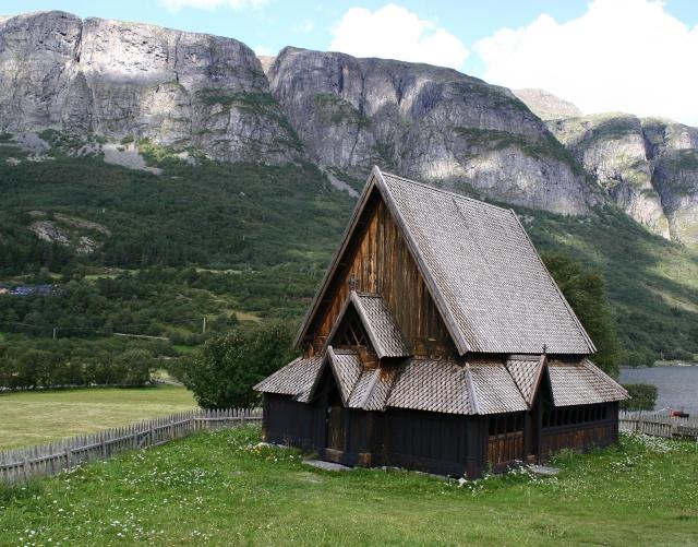 """Norvège : Les """"stavkirke"""", églises en """"bois debout"""", et secondairement bien d'autres aspects de ce magnifique pays et de sa culture... - Page 9 Oye_210"""
