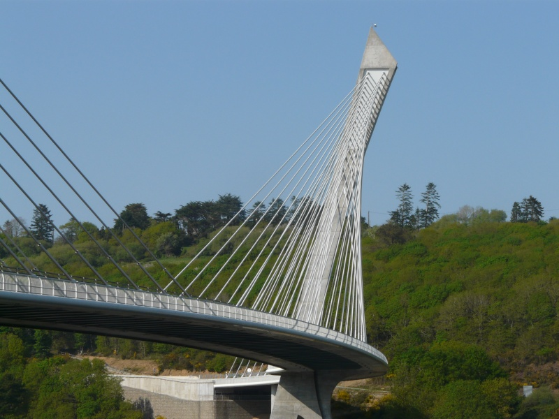 Première mondiale : 2011, le pont à haubans et tablier courbe de Térénez P1540611
