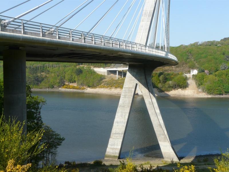 Première mondiale : 2011, le pont à haubans et tablier courbe de Térénez P1540613