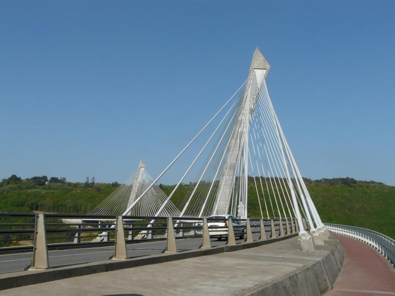 Première mondiale : 2011, le pont à haubans et tablier courbe de Térénez P1540614