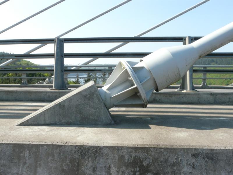 Première mondiale : 2011, le pont à haubans et tablier courbe de Térénez P1540616