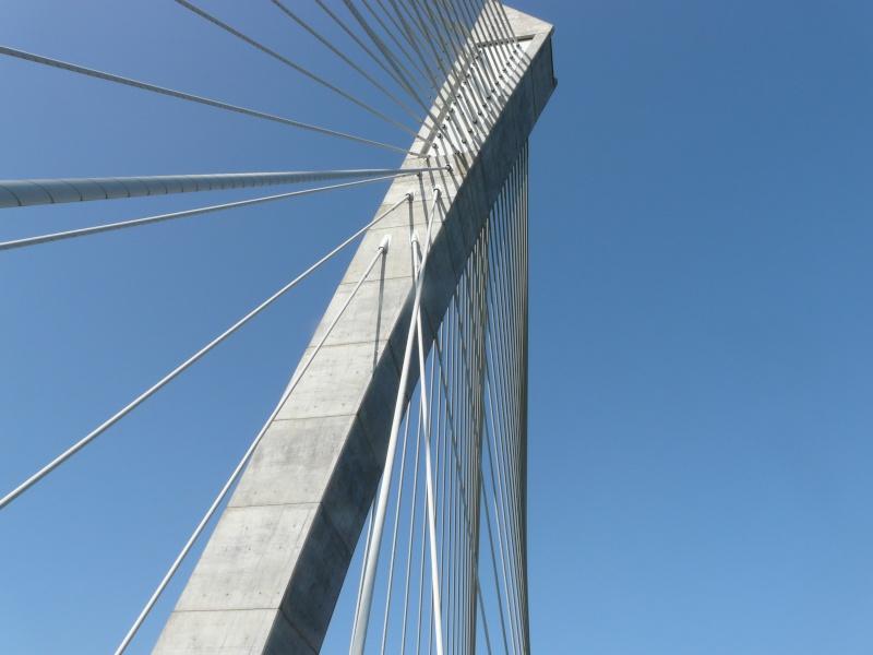 Première mondiale : 2011, le pont à haubans et tablier courbe de Térénez P1540617