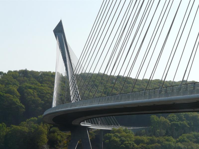 Première mondiale : 2011, le pont à haubans et tablier courbe de Térénez P1540623