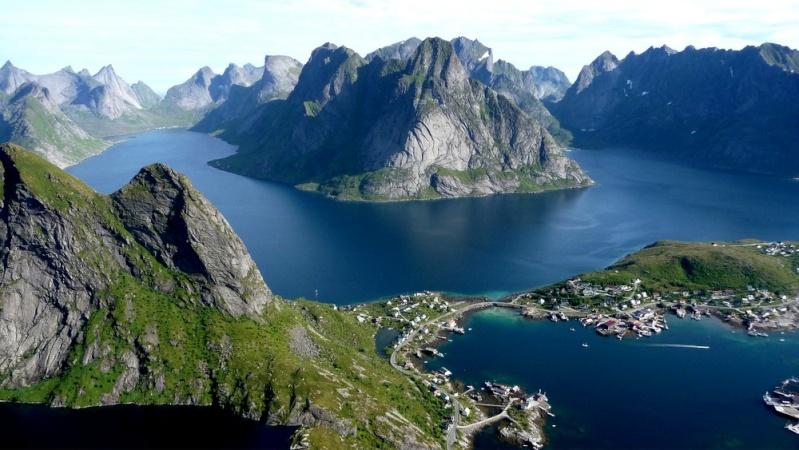 """Norvège : Les """"stavkirke"""", églises en """"bois debout"""", et secondairement bien d'autres aspects de ce magnifique pays et de sa culture... - Page 9 Reine-10"""