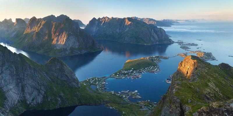 """Norvège : Les """"stavkirke"""", églises en """"bois debout"""", et secondairement bien d'autres aspects de ce magnifique pays et de sa culture... - Page 9 Reineb10"""