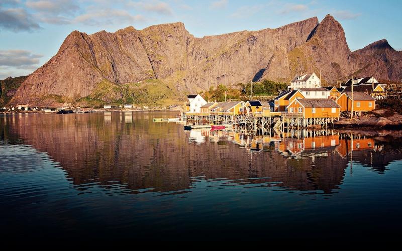 """Norvège : Les """"stavkirke"""", églises en """"bois debout"""", et secondairement bien d'autres aspects de ce magnifique pays et de sa culture... - Page 9 Rorbue12"""