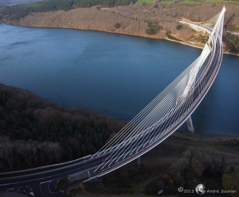 Première mondiale : 2011, le pont à haubans et tablier courbe de Térénez Terene10