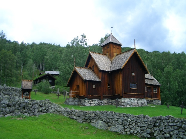 """Norvège : Les """"stavkirke"""", églises en """"bois debout"""", et secondairement bien d'autres aspects de ce magnifique pays et de sa culture... - Page 9 Uvdal_12"""