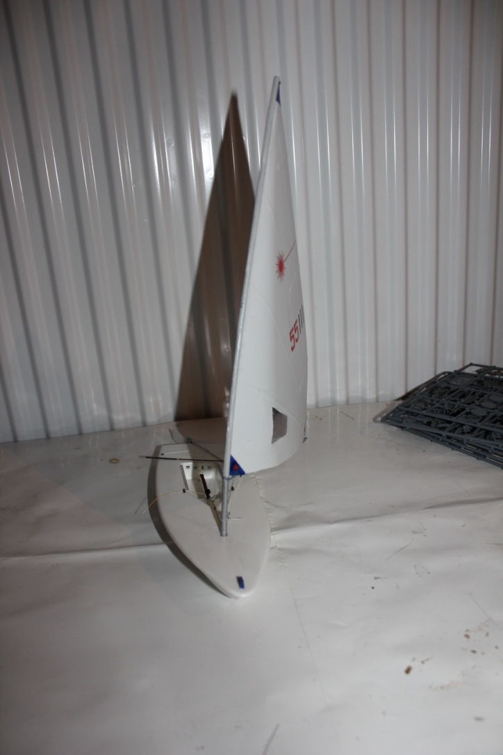 [Revell] Laser ( le voilier ) au 1/18                                                                                      Thumb_29